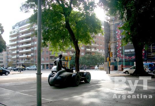 Azucena Villaflor Boulevard