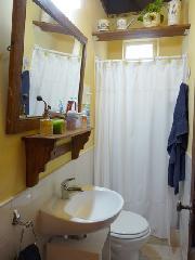 Private Bathroom (bedroom 2)